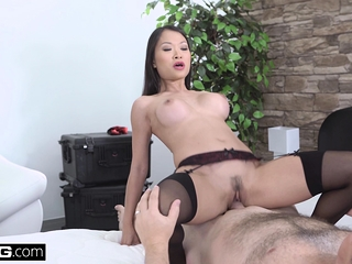 Incomparable Asian Pussykat gets out of jail wide of fucking the cop