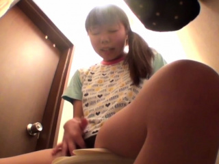 Asian pamper rubs her vag
