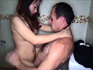 Hot amateur Thai freelance wife no condom sex session