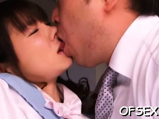 Zoological asian mom Saki Yuzumoto gets hammered from behind